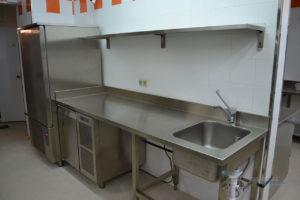 кухонный стол с мойкой
